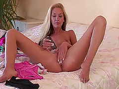 Suzanna fucks her cell phone