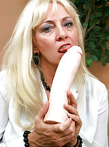 Toys Pics: Ravenous Anilos blonde grandma satisfies her seasoned pussy by masturbating with an amazing fuck machine